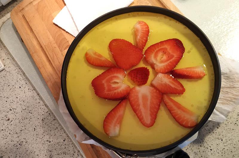 Ostekake med sitrongele og jordbær